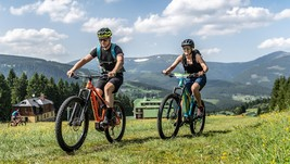 Discovering the Giant Mts. on e-bikes